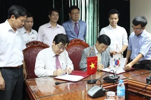 Lễ ký kết biên bản ghi nhớ giữa trường Đại học Công nghiệp Hà Nội với ông Cho Won Sang
