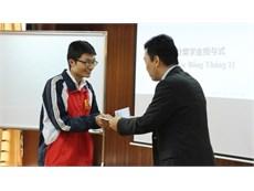 Trao học bổng tháng 11 cho 52 sinh viên khoa Cơ khí