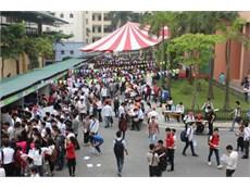 Sinh viên háo hức tham gia ngày hội việc làm 2015
