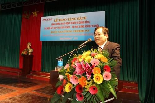 Lễ trao tặng sách: Tăng cường hoạt động Denso vì cộng đồng và thúc đẩy hợp tác giữa Denso - Đại học Công nghiệp Hà Nội