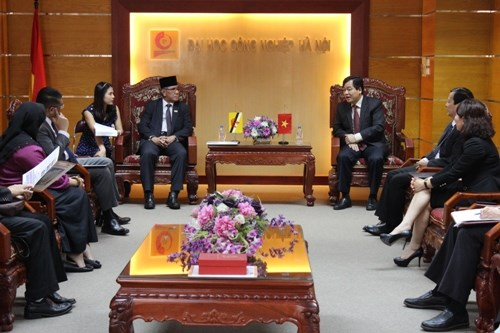 Tiếp đón Thứ trưởng Bộ Giáo dục Brunei cùng đoàn công tác