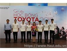 Sáu sinh viên Nhà trường nhận học bổng Toyota 2015