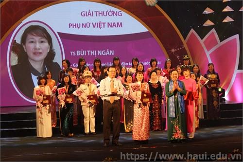 Trao giải thưởng Phụ nữ Việt Nam năm 2015