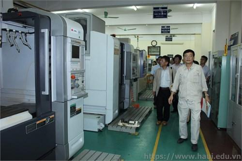 Công ty Tư vấn và nghiên cứu Mitsubishi UFJ thăm và làm việc tại trường