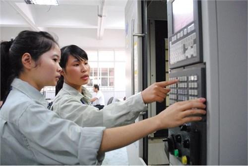 Nữ sinh viên kỹ thuật dễ kiếm việc