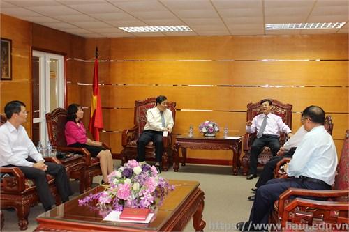 Hiệu trưởng trường Đại học Khoa học kỹ thuật Điện tử Quế Lâm tới thăm Nhà trường