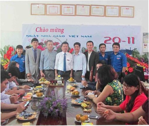 Khoa Công nghệ Hóa học long trọng tổ chức Lễ mít tinh chào mừng Ngày Hiến chương Nhà giáo Việt Nam 20/11