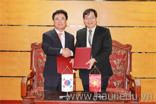 Signing ceremony on Cooperation Agreement with Kyugil University