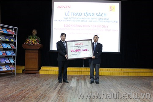Book donation ceremony: Impulsing Denso's community activities and promoting co-operation between Denso and Hanoi University of Industry (HaUI)