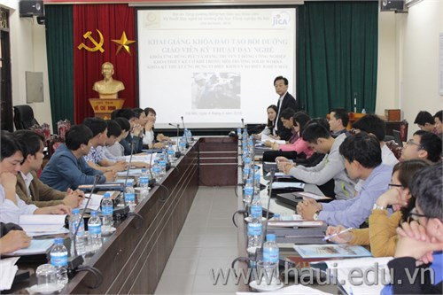 Tổ chức khóa đào tạo, bồi dưỡng giáo viên kỹ thuật dạy nghề năm 2016 tại trường Đại học Công nghiệp Hà Nội