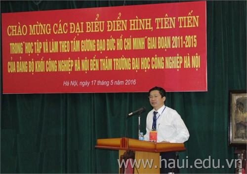 """Đoàn đại biểu điển hình, tiên tiến trong """"Học tập và làm theo tấm gương đạo đức Hồ Chí Minh"""" thăm Trường Đại học Công ngiệp Hà Nội"""