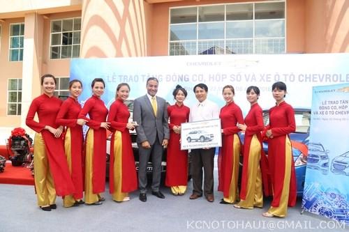 Công ty GM tặng Xe ô tô Capiva cho trường ĐHCN Hà Nội
