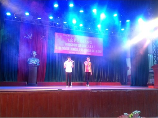 Khoa Điện tử tổ chức Lễ bế giảng và phát bằng tốt nghiệp cho Sinh viên Đại học khóa 7