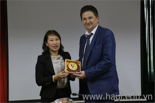 Trường Đại học Quốc gia Bách khoa Liên bang Nga thăm và làm việc với Nhà trường