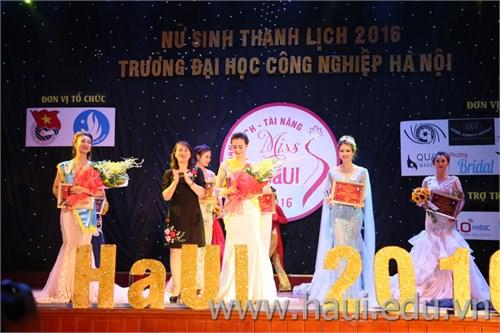 Chung kết cuộc thi `Nữ sinh thanh lịch` năm 2016
