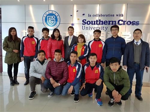 9 sinh viên Nhà trường học tập trải nghiệm thực tế 10 ngày tại trường ĐH KHKT Quảng Tây