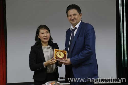 Russian National University of Technology paid a working visit to HaUI