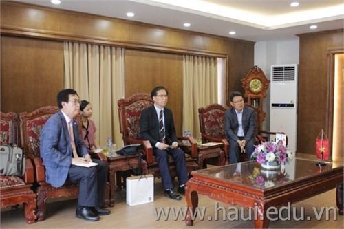 Trường Cao đẳng Kunjang sang thăm và làm việc