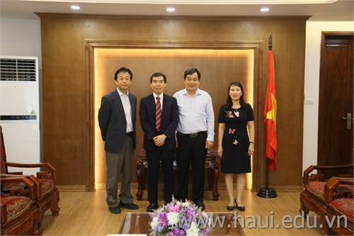 JICA mechanic expert paid a visit to the Rector of Hanoi University of Industry