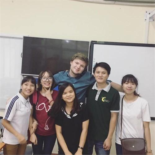Các khóa học tiếng Anh với giáo viên nước ngoài