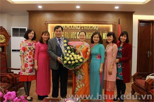 Hiệu trưởng Nhà trường gặp mặt và chúc mừng Ban nữ công nhân ngày Quốc tế phụ nữ 8-3