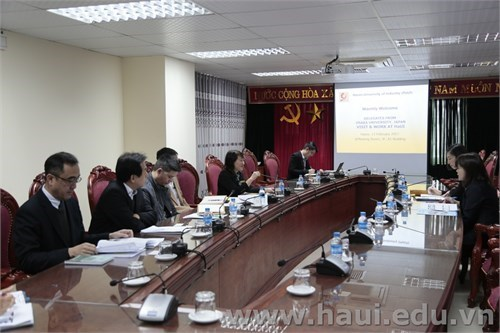 Delegate from Osaka University visits and works with Hanoi University of Industry