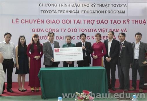 Trường Đại học Công nghiệp Hà Nội tiếp nhận chuyển giao gói hỗ trợ kỹ thuật ô tô của Công ty Ô tô Toyota Việt Nam