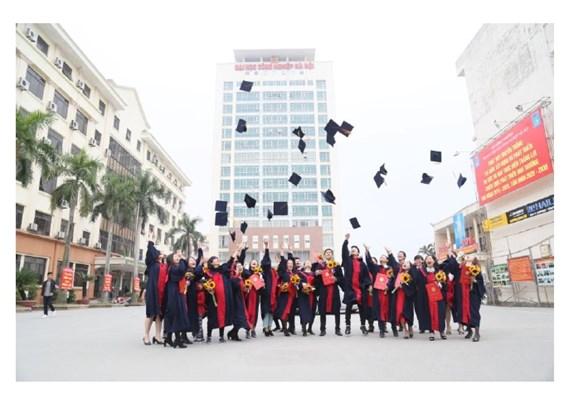 Lễ trao bằng thạc sĩ đợt 2 năm 2016 và khai giảng đào tạo thạc sĩ khóa 6 đợt 2 (2016-2018) tại trường Đại học Công nghiệp Hà nội