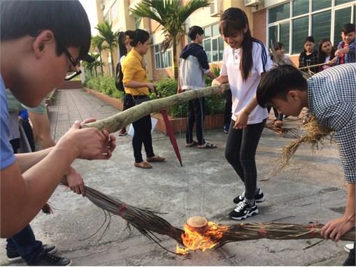 Đoàn Thanh niên khoa Công nghệ Hóa tổ chức chương trình `Ngày hội dân gian`