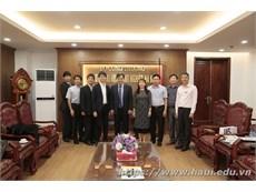 Đoàn đại biểu Bộ Y Tế, Lao động và Phúc lợi Nhật Bản tới thăm và làm việc với Trường