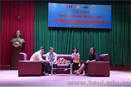 """Tọa đàm """"Hướng nghiệp và việc làm"""" cho sinh viên Trường Đại học Công nghiệp Hà Nội"""
