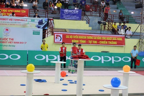 Two Robocon Teams of Hanoi University of Industry qualify the Final Nationwide Robocon 2017