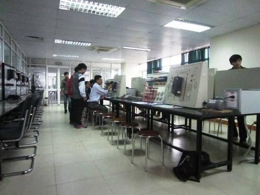 Cở sở vật chất Khoa Điện tử