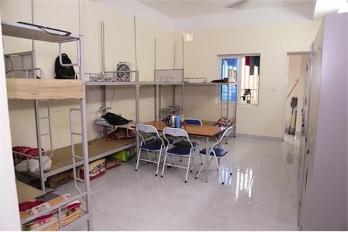 Phục vụ ăn ở trong trong dịp đón tân sinh viên năm 2016 tại Trung tâm Quản lý Ký túc xá