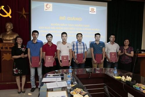 Bế giảng khóa đào tạo ngắn hạn điện cơ bản, cơ khí cơ bản cho Tổng Công ty Bia - Rượu - Nước Giải khát Hà Nội