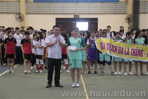 Chung kết và trao thưởng `Giải bóng đá Nữ Học sinh sinh viên` năm 2017