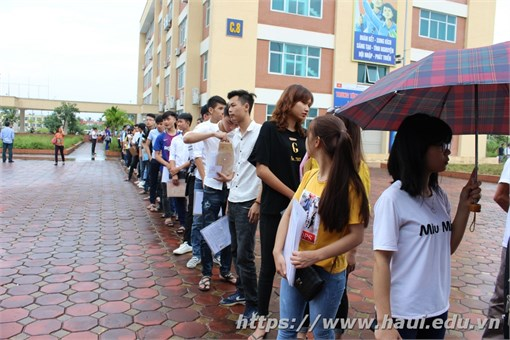 Đại học Công nghiệp Hà Nội chào đón tân sinh viên K12 nhập học
