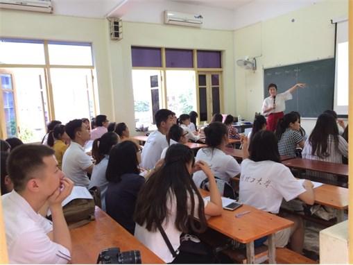Gặp mặt và giao lưu giữa giảng viên và sinh viên Khoa Công nghệ Hóa, Trường Đại học Công nghiệp Hà Nội với Đoàn giảng viên và sinh viên Khoa Kỹ thuật Hóa học, Trường Đại học Khoa học và Công nghệ Côn minh- Trung Quốc
