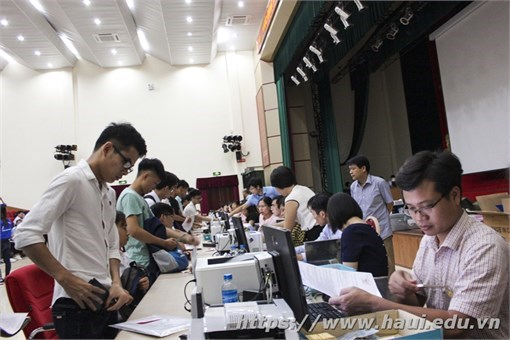 Khoa Quản lý kinh doanh chào đón tân sinh viên ĐH – Khóa 12 nhập học