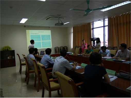 """Nghiệm thu đề tài KH và CN cấp tỉnh """"Ứng dụng công nghệ sinh học để sản xuất thức ăn chăn nuôi cho gà từ các phụ phẩm và sản phẩm nông nghiệp của tỉnh Bắc Giang"""""""