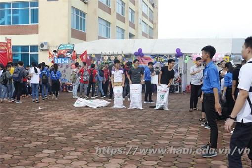 Đại học Công Nghiệp Hà Nội tưng bừng với ngày hội Chào tân sinh viên khóa 12