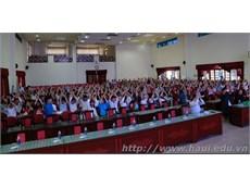 """Sinh viên Đại học Công nghiệp Hà Nội sôi động cùng """"Ngày hội hướng nghiệp năm 2017""""- To The Journey"""