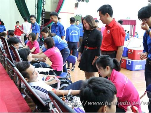 """Sinh viên Đại học Công nghiệp Hà Nội háo hức hưởng ứng """"Ngày hội Hiến máu nhân đạo năm 2017"""""""