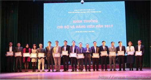 Trao tặng Huy hiệu 30 năm tuổi Đảng; Học tập, quán triệt, triển khai Nghị quyết Trung ương 6 khóa XII