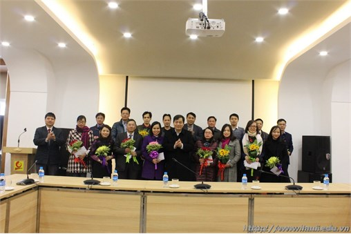 Gặp mặt và trao hỗ trợ cho các Tiến sỹ chuyển về trường công tác trước tháng 10/2017