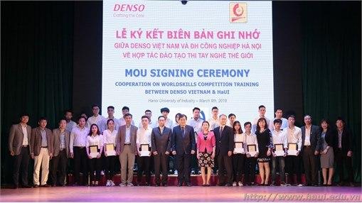 Lễ trao học bổng và ký thỏa thuận hợp tác với Công ty TNHH DENSO Việt Nam