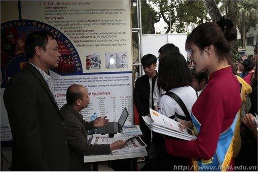 Đại học Công nghiệp Hà Nội nô nức tham gia Ngày hội Tư vấn tuyển sinh 2018