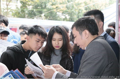 Hanoi University of Industry participates in the 2018 Enrollment – Career Consultation Fair