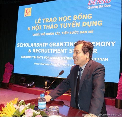 Scholarship grant and signing of partnership agreement with DENSO Vietnam Limited Company