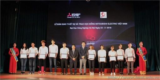 Mitsubishi Electric Việt Nam trao tặng gói thiết bị gần 2.2 tỷ đồng và 10 xuất học bổng cho Trường Đại học Công nghiệp Hà Nội